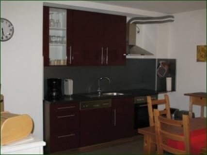 Küchenzeile Schicke Wohnung mit Garten, Terrasse, Stellplatz und wunderschönem Ausblick ins Tal