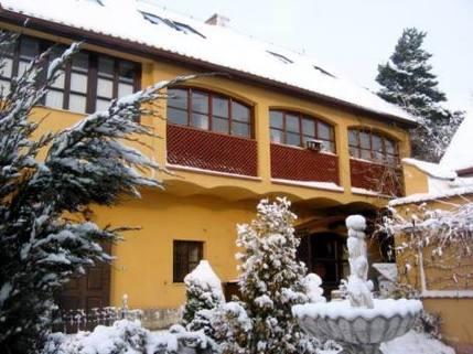 N14380022_mvc-001f.jpg Atypisches Familienhaus - renovierter Bauerhof 5+1 bei Prag