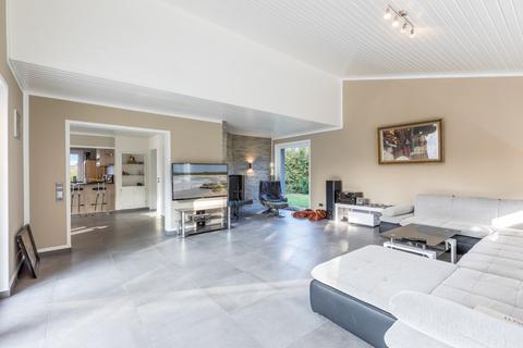 Geburtshaus 1. OG Lukratives Gewerbeimmobilien-Rendite-Paket (Fitness-Studio, Solarium, Geburtshaus) in HRO zu kaufen!