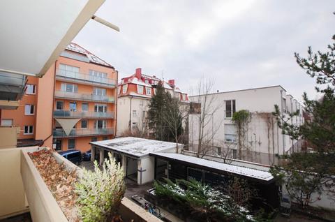 Balkon nach Süden Große Praxis (teilbar) in gepflegtem Zustand, frei zum Jahresende