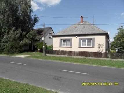 PH0403_mvc-001f.jpg Haus mit Sommerküche und Nebengebäuden