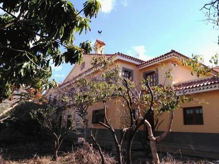 N44080195_mvc-001f.jpg Grosses Landhaus mit Grundstück von über 8000m².