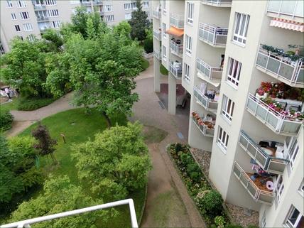 Blick in den Innenhof ==Neidische Nachbarn,mit dieser schicken Wohnung kein Problem !!==