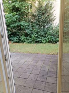 Blick auf die Terrasse Maisonettewohnung mit Gartenanteil, Terrasse, Balkon u. TG-Stellplatz in ruhiger Lage, Obermenzing