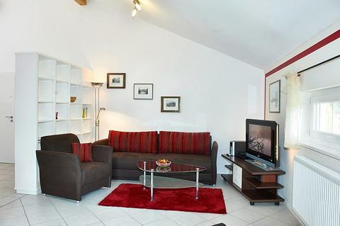 Bild 1 FLATHOPPER.de - 2-Zimmer Wohnung mit Studiocharakter inkl. Balkon in Bad Endorf - Landkreis Rosenhe