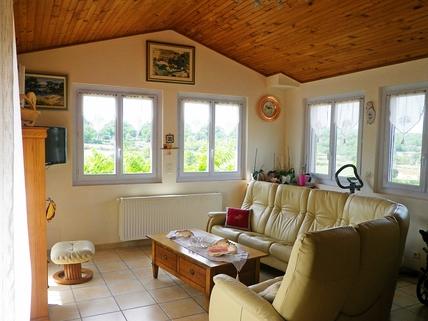 Wohnzimmer Südfrankreich?... Warum eigentlich nicht?!<br /> <br /> Anwesen mit 3 Wohnungen und Pool in ruhiger Lage.
