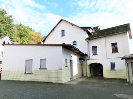 Aussicht Dachterrasse Tolles Zweifamilienhaus mit Keller <br /> <br /> auf großem Grundstück, 2 Garagen!