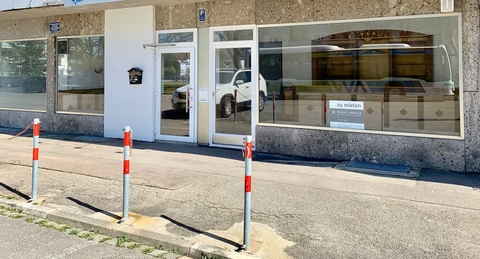 Eingang - wird erenuert Großzügige Verkaufsfläche in Königsbrunn