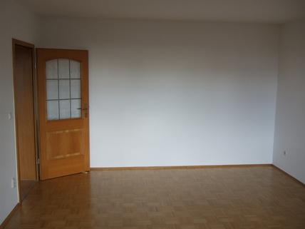 Zimmer BITTE NUR SCHRIFTLICHE ANFRAGEN MIT ANGABE ZUR PERSON! - 3-Zimmer-Whg. in Ismaning mit Westbalkon zu vermieten