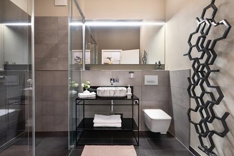 Masterbad Berlin-Friedrichshain: wunderschöne, helle 3 Zimmer Wohnung inkl. maßgefertigter Inneneinrichtung zu verkaufen