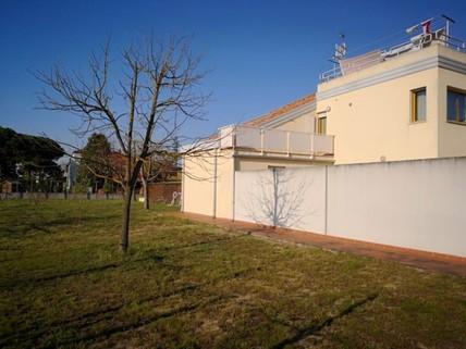 PI0405_mvc-001f.jpg Grosses Grundstück mit Haus und Garten direkt an der Adria