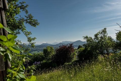 Die herrliche Natur im eigenen Garten genießen NATURSCHÖNHEIT!<br /> Traumhaus mit Bergblick<br /> - 20 Min. in die Stadt Salzburg!