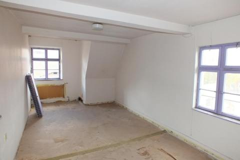 Zimmer im DG Ehemalige Gaststätte mit Nebengebäude in Uehlfeld... Handwerker und Sanierer aufgespasst!
