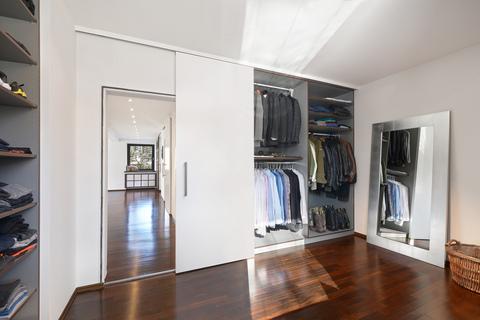 Ankleidezimmer Modernes Familiendomizil mit ca. 269 m² und Traumgarten