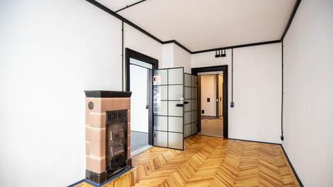 Straßenseitiger Raum mit dekorativen Kachelofen Repräsentative Gewerbeeinheit im Herzen von Haidhausen
