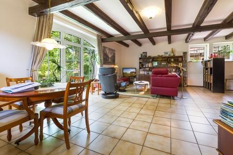 Wohnzimmer Gepflegtes Fachwerkanwesen mit Privatsee und Nebengebäuden
