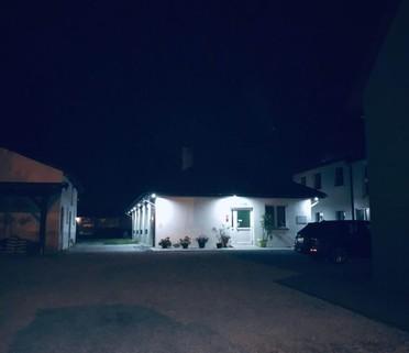 PPL0173_mvc-001f.jpg Haus mit Altesheim, Lagerhalle und Fischersee