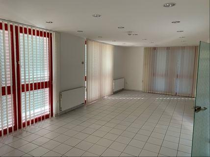 Ausstellung/Büro Bürogebäude Ideale Kombination aus Gewerbe und Wohnen
