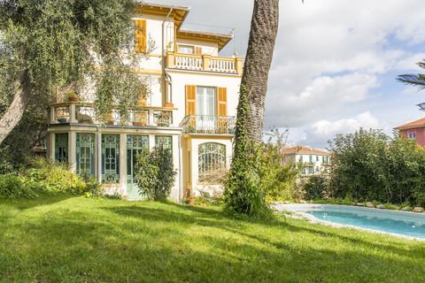 Villa Villa Italien im Liberty-Stil