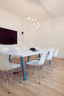 Besprechungszimmer Glockenbachviertel: Stylische Bürofläche über zwei Etagen zu vermieten