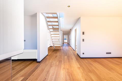 Großzügige Räumlichkeiten (Teilillustration) Erstbezug: Penthouse mit Design-Interieur und Rooftop-Terrasse