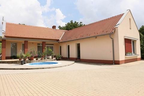 PH0298_mvc-001f.jpg Modernes Haus mit Pool!