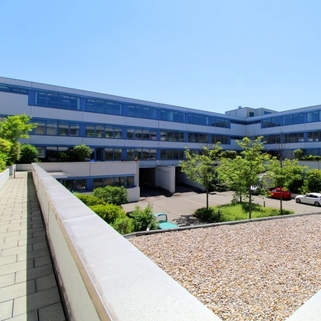 Außen Effiziente Büroflächen mit sonnigen Innenhöfen