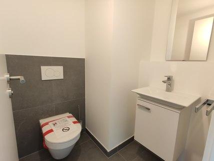 Gäste-WC Erstbezug: Dachterrassenwohnung mit Galerie und exkl. Marken-Einbauküche!