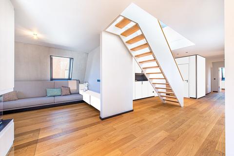 Offen gestalteter Eingangs und Wohnbereich (Teilillustration) Erstbezug: Penthouse mit Design-Interieur und Rooftop-Terrasse