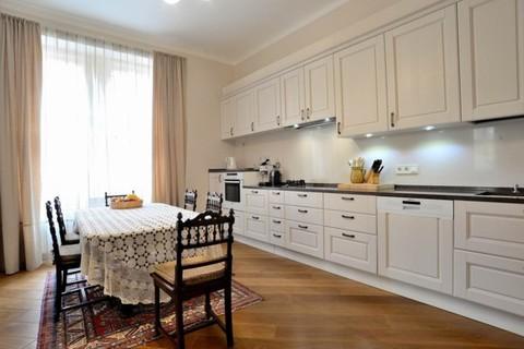 PCZ0071_mvc-001f.jpg Geräumige klassische Wohnung in Prag
