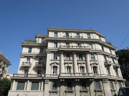 Fassade Bestlage ROM: exklusive Altbauwohnung im herrschaftlichen Stil Nähe Villa Borghese zu verkaufen