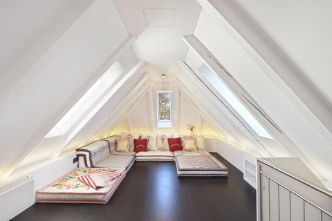 Dachstudio Modernes Familiendomizil mit ca. 269 m² und Traumgarten