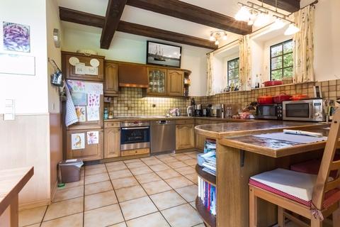 Küche Gepflegtes Fachwerkanwesen mit Privatsee und Nebengebäuden