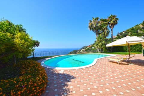 Pool Moderne Villa in Ospedaletti