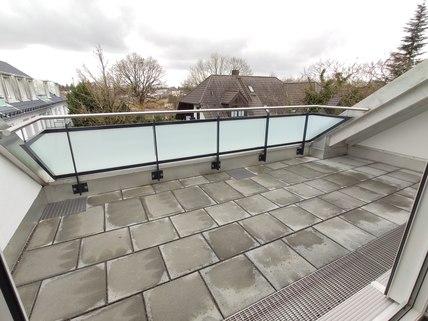 Terrasse Erstbezug: Dachterrassenwohnung mit Galerie und exkl. Marken-Einbauküche!