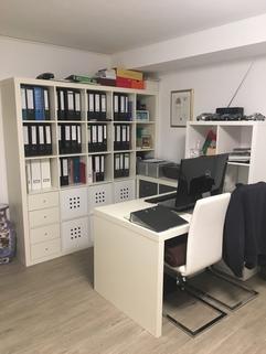 Souterrain Büro Liebevoller Garten in Karlsfeld: 3,5 Zimmer Whg. über 2 Etagen