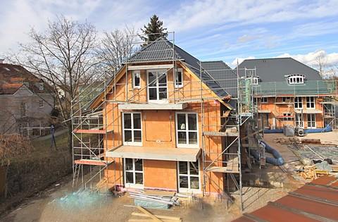 Außenansicht Gehobene, familiengerechte Neubau-Doppelhaushälfte auf