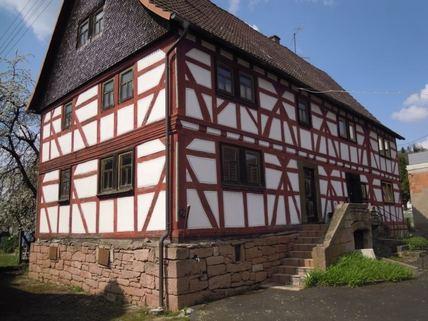 Komplettes Doppelhaus von Süden Ein Haus, das Geschichte erzählen kann
