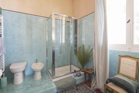 Bagno 3 Villa Italien im Liberty-Stil