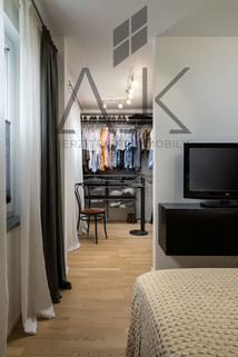 Ankleiden Exklusive 3,5 Zimmer Gartenwohnung mit Souterain, Sauna und Privatgarten verkauft.