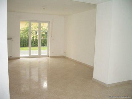 Wohnzimmer Haus im Haus mit Altbaucharme und Gartenanteil - komplett renoviert - schöne Lage / Menterschwaige