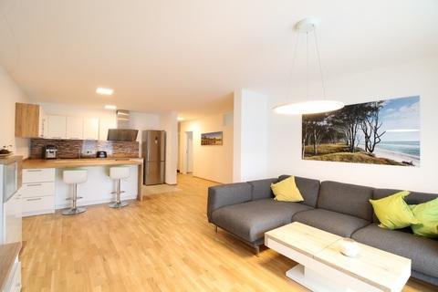 Wohnbereich Neuwertige 4-Zimmerwohung in Bestlage