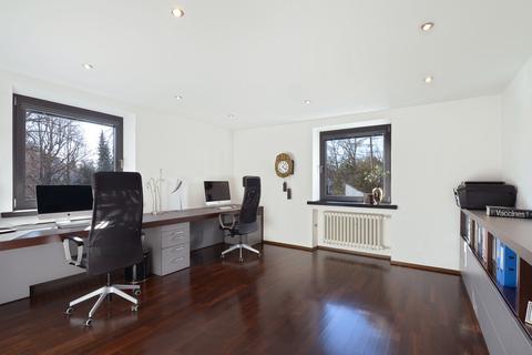 Büro Modernes Familiendomizil mit ca. 269 m² und Traumgarten