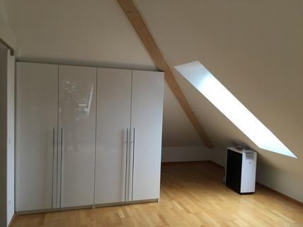 Schlafzimmer mit Schrank München Harlaching - Traumwohnung mit Dachterrasse und Garten