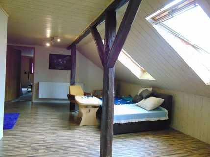 Zimmer ELW DG Großes Haus zum kleinen Preis!