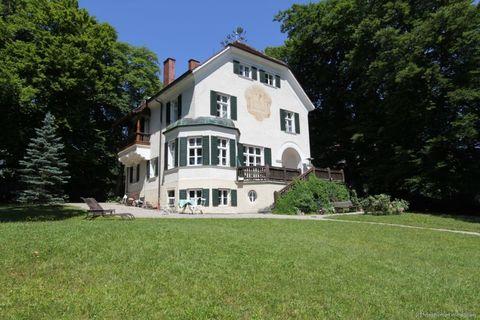 Titelbild Absolute Rarität-Charmante denkmalgeschützte Villa in schöner Lage am Westufer des Starnberger Sees