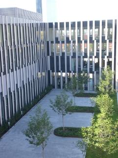 Innenhof STOCK - Moderne Architektur in modernem Umfeld