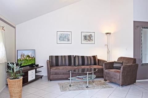 Bild 1 FLATHOPPER.de - 2-Zimmer Wohnung im Studiocharakter mit Balkon in Bad Endorf - Landkreis Rosenheim