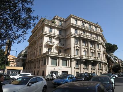 Strassenansicht Haus Bestlage ROM: exklusive Altbauwohnung im herrschaftlichen Stil Nähe Villa Borghese zu verkaufen
