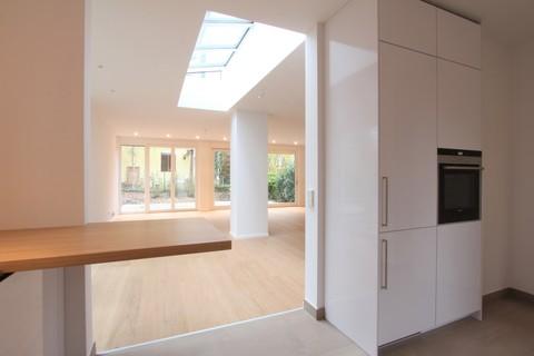 Blick Wohnzimmer EG Neuwertige, sonnige Doppelhaushälfte mit Südterrasse in wunderschöner Isarhochuferlage